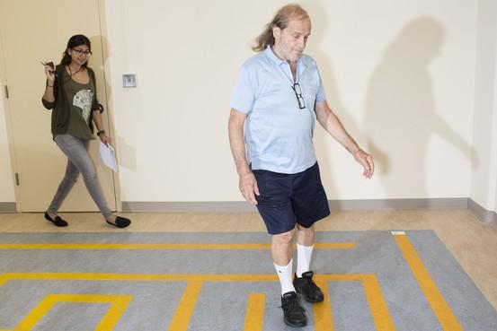 你走路的姿势,透露着你的大脑是否已老(组图)