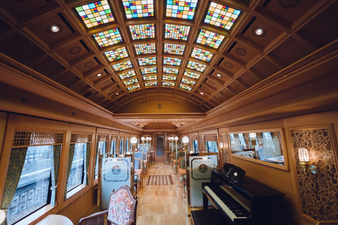 在日本乘坐豪华列车是怎样一种体验?(组图)