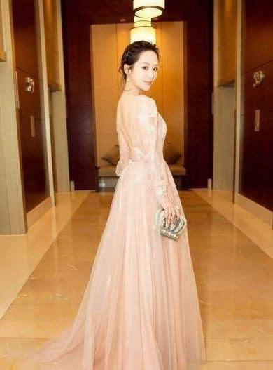 被路人拍到赘肉溢出裙子的杨紫,怎么复胖成这样了?