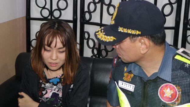 张佳乐向菲律宾警察泼豆花,而遭到逮补。