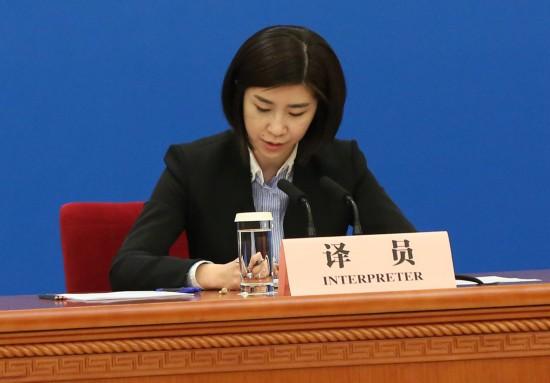 她连续10年出现在总理记者会上:首次亮相就受热捧