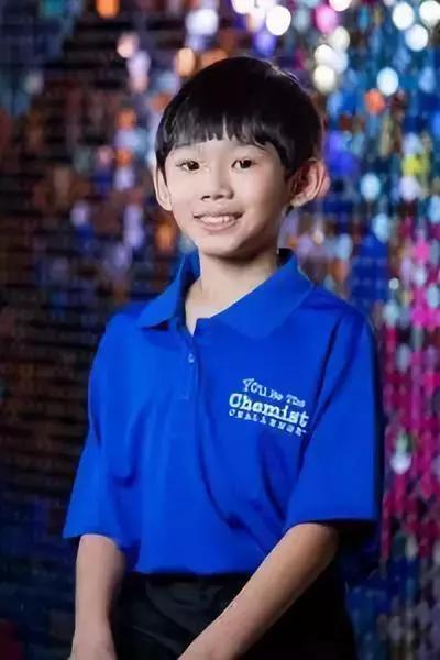 这个开了挂的11岁华裔,在你上大学时已经是你的助教了!