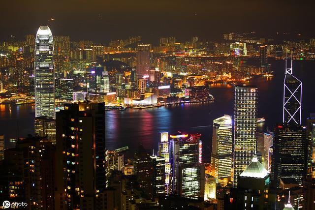 """""""港漂""""有多难?多撑不过3年 好在还能离开 比香港人好点"""