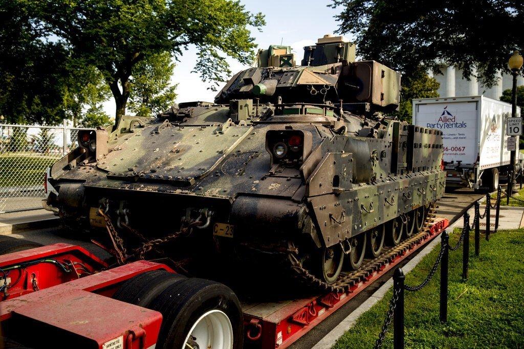 川普庆祝美国庆战机战车助阵 遭轰成造势大会