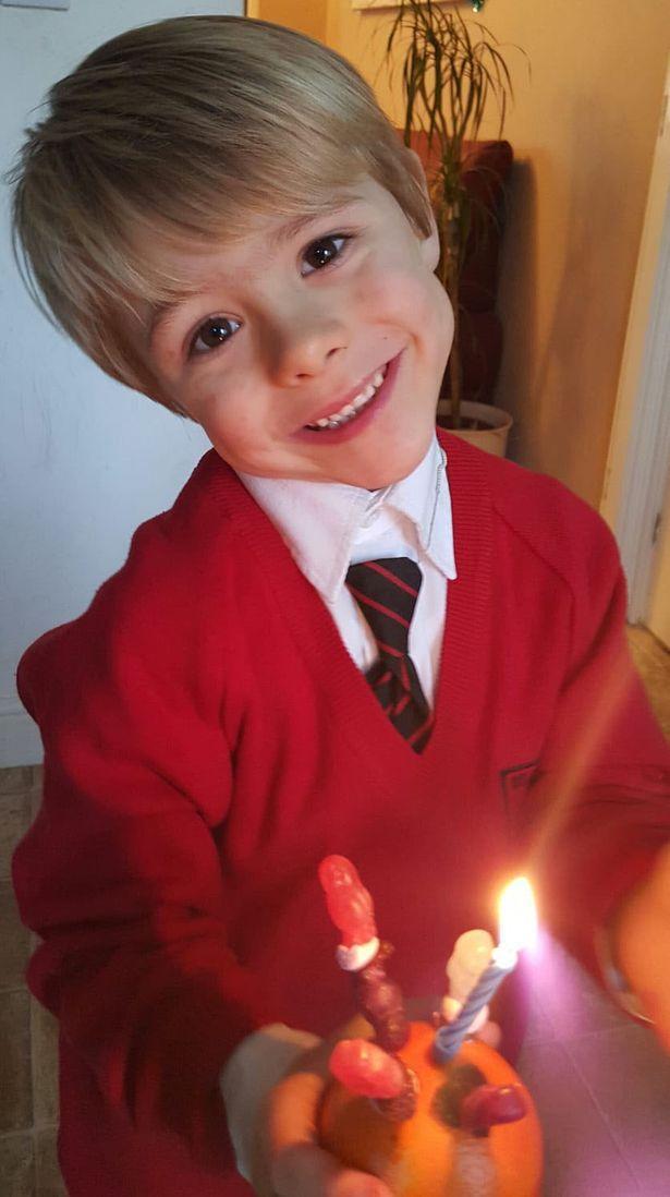 独特人生:英国妈妈帮三岁儿子改变性别,因为他想像女孩一样生活