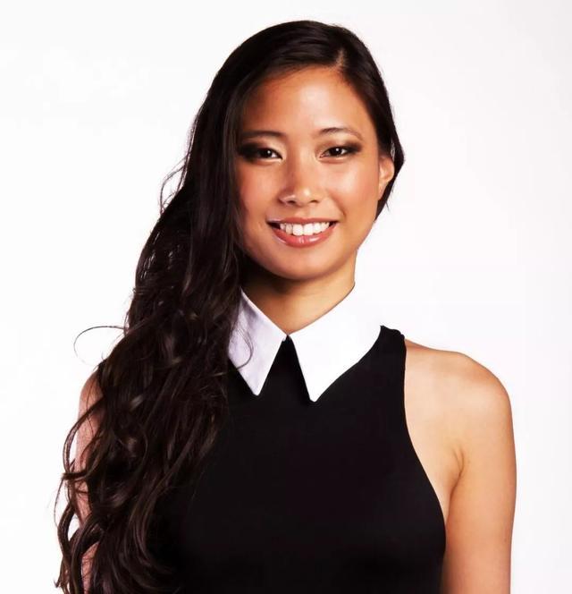 新法兰西岛小姐,长着一张亚裔脸?背LONGCHAMP,穿三叶草……