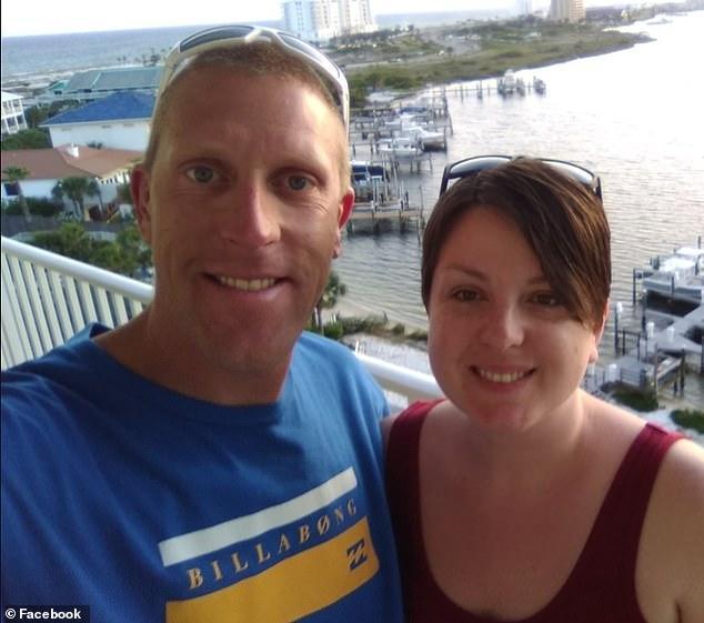 挪威女婿跨洋为美国岳父庆生,藏在灌木丛里突然跳出,被岳父射杀