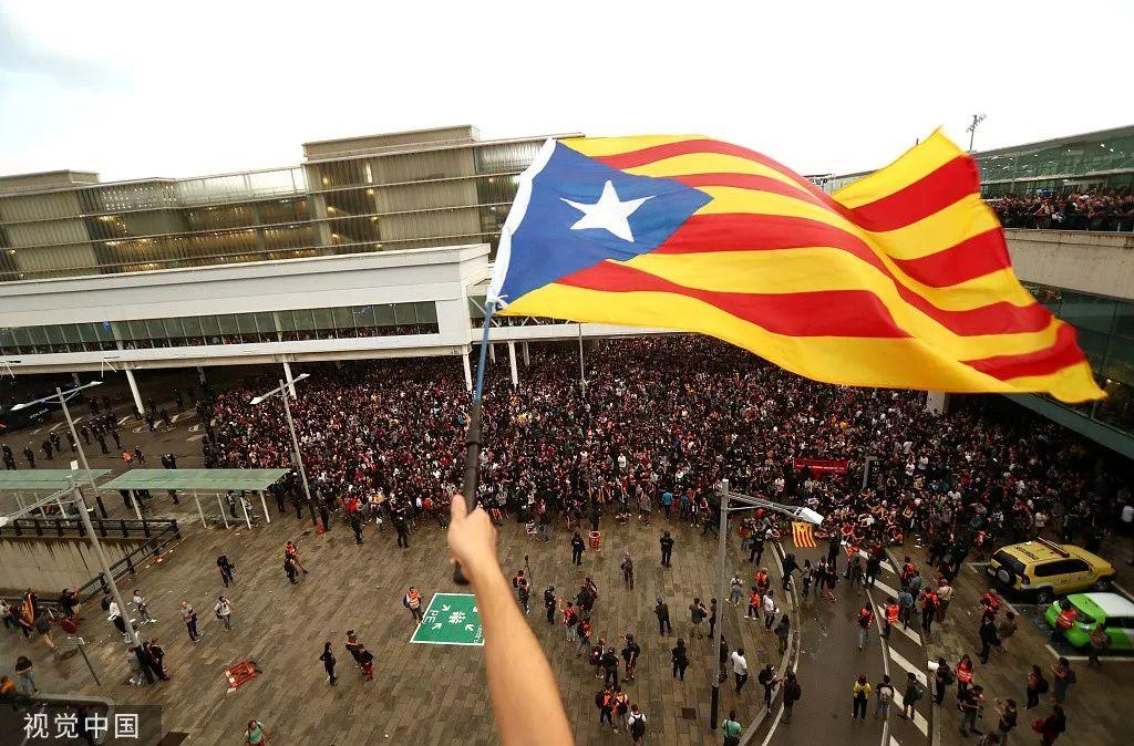"""加泰罗尼亚独立分子暴动 誓要""""做第二个香港"""""""