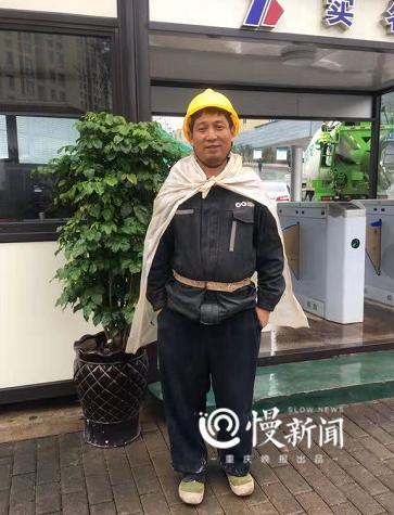 這個蹦蹦躂躂的農民工大叔意外走紅 為何這樣開心?(圖)