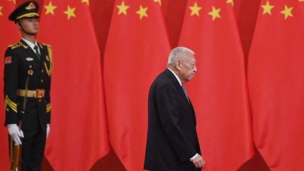 香港前特首董建華2005年宣布辭職前五天,北京政府仍然表示對他的領導充滿肯定。