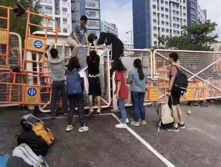 香港内地生紧急撤离香港:说普通话就可能被攻击