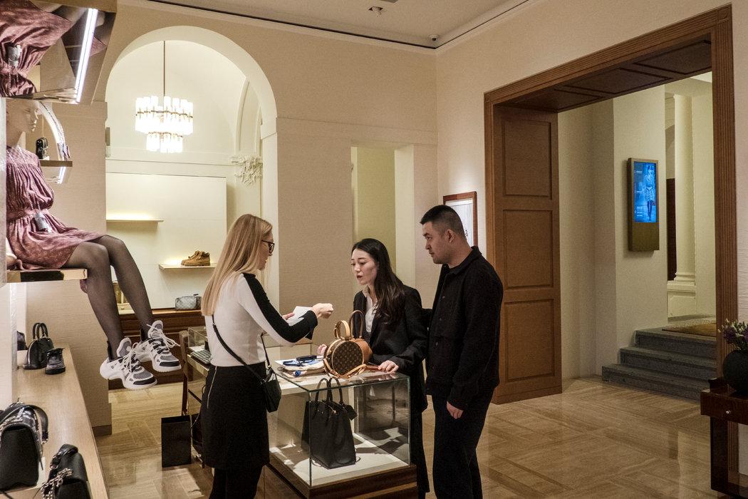 吸引中國遊客前往布拉格的豪華旅遊項目集中於巴黎街的名牌精品店。