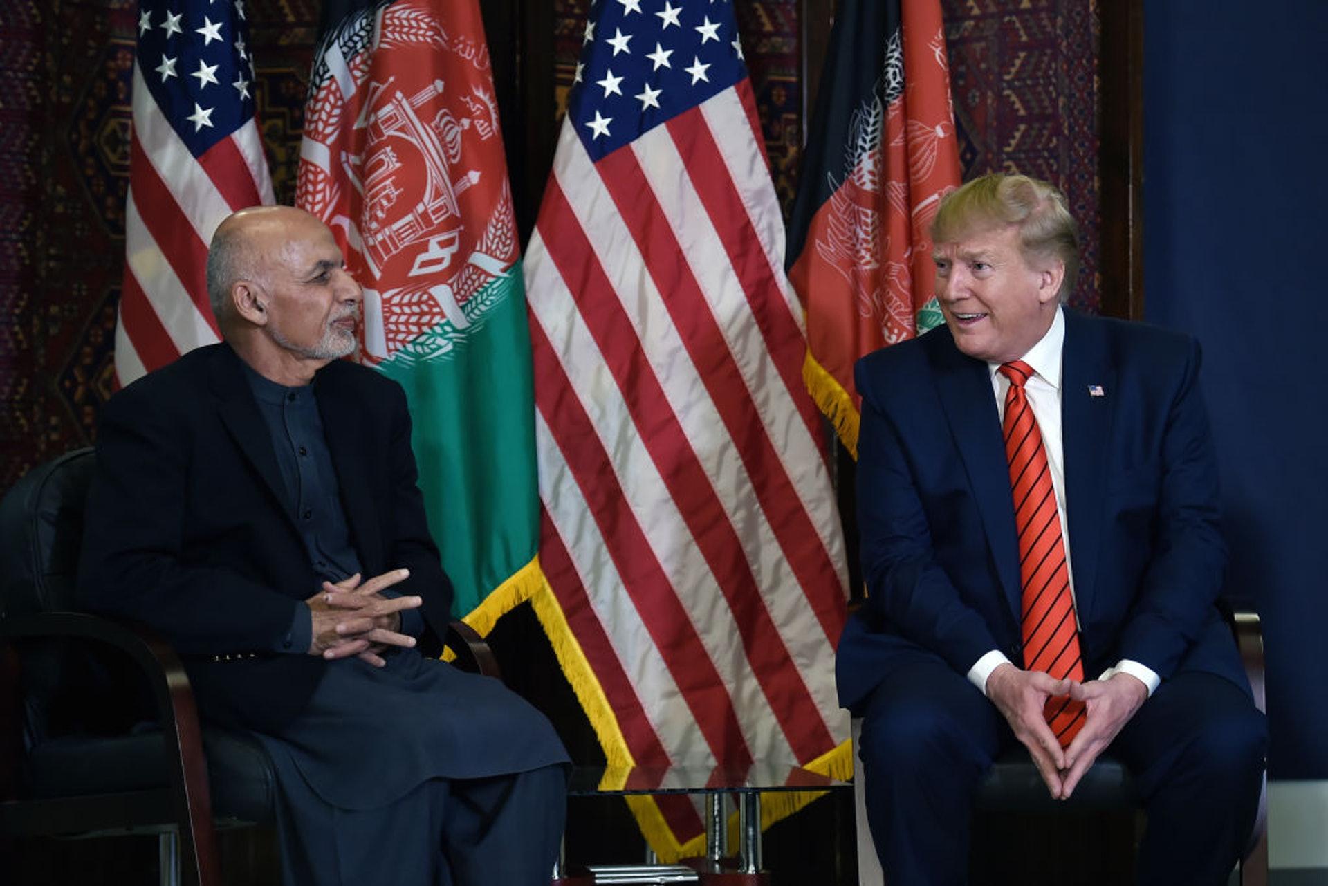 特朗普(右)11月28日與阿富汗總統加尼會面(Getty Images)