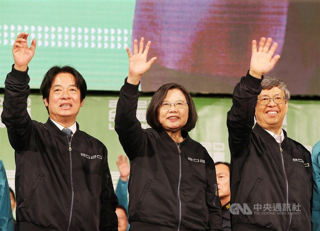 總統與立法委員選舉11日舉行,總統蔡英文(中)獲勝連任。中央社記者郭日曉攝 109年1月11日