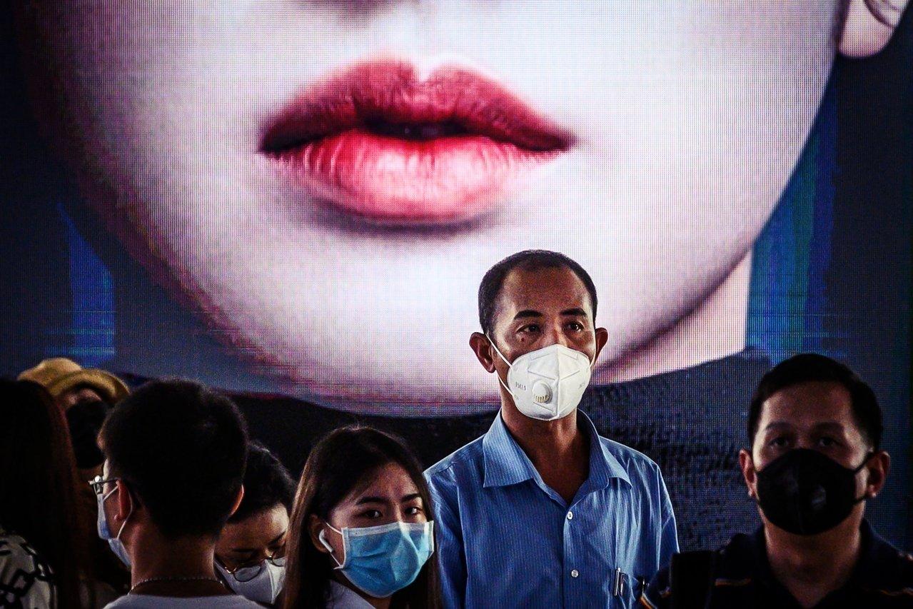 """網管害的全境擴散?中國微信""""疫情封鎖""""跨年夜就已開始"""
