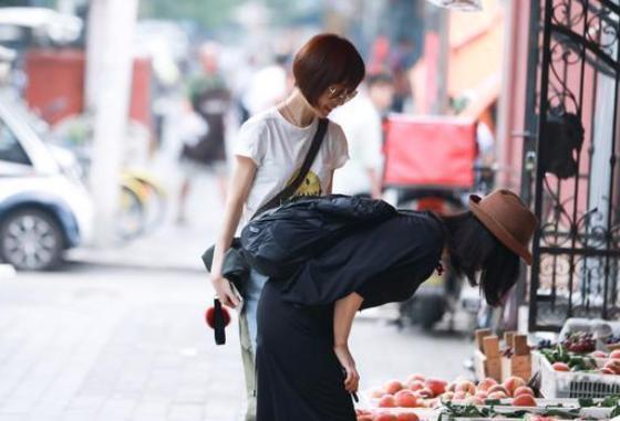 52岁的杨澜被评模样大变,不重能力重外貌,女人自然衰老是错吗?