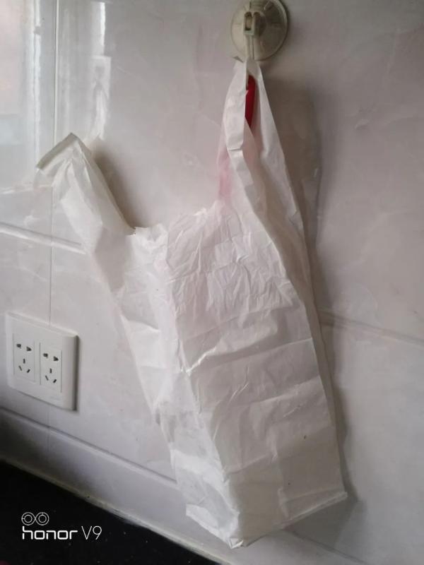 菜场买虾,回家称袋子:比普通塑料袋重10多倍