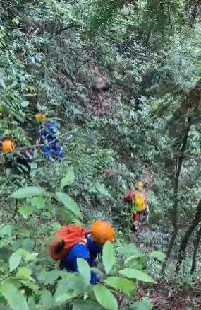 女翼裝飛行員搜尋經過曝光,有人差點掉下懸崖!