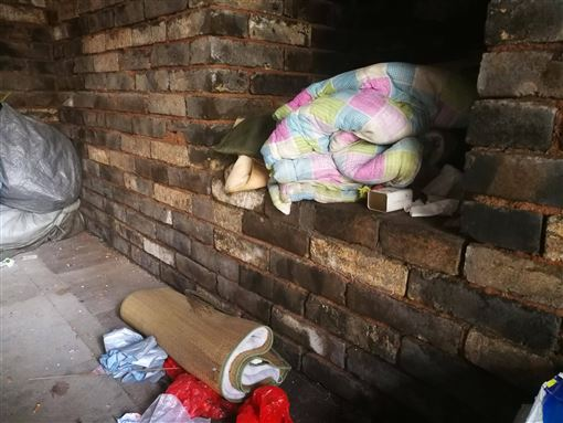 下葬600年 朱元璋女儿的墓中惊现活人 睡在石棺上