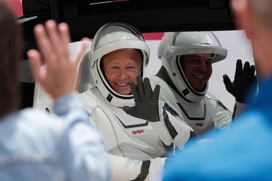 新款太空服引热议 马斯克用三年时间亲自设计