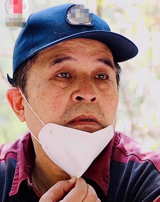 61岁毕福剑疑似秃顶,隐退5年状态堪忧,满脸皱纹老态毕现
