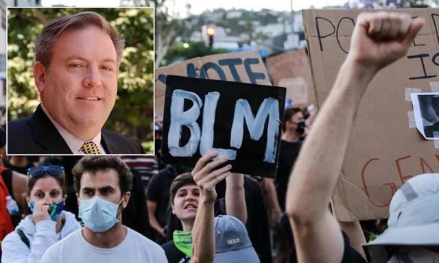 """美国教授""""歧视黑人""""被停职后,几万华人站出来为他撑腰"""