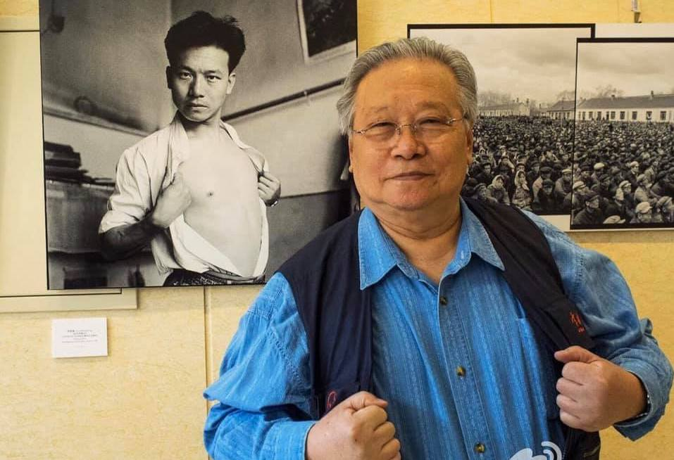李振盛與年輕時自拍照。(取自網路)