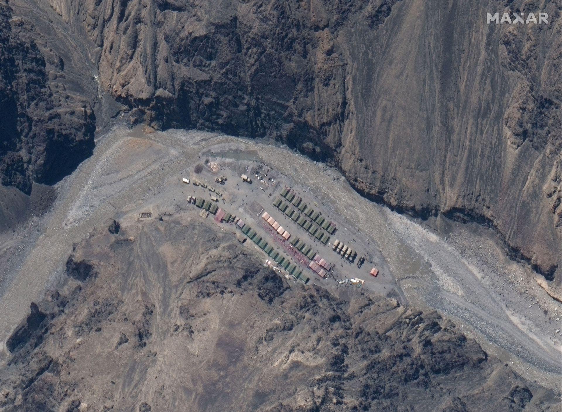 中印邊境衛星圖像最新畫麵 解放軍多個基地曝光