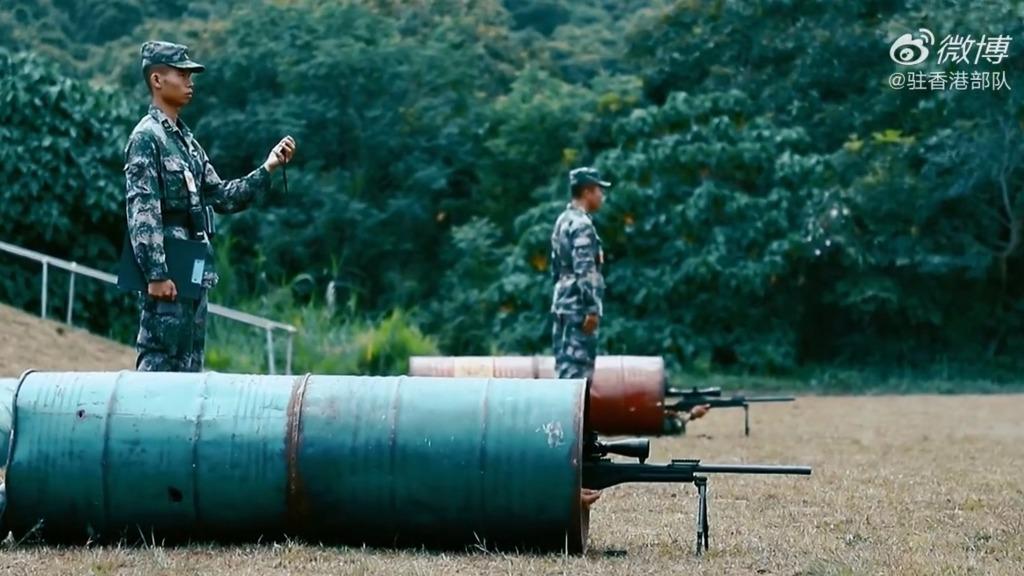 """震慑""""港独""""!驻港部队发狙击手实弹射击照(视)"""