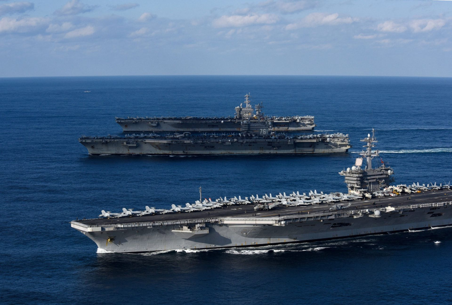 五艘航母拥挤西太平洋 中美军事博弈骤然加剧