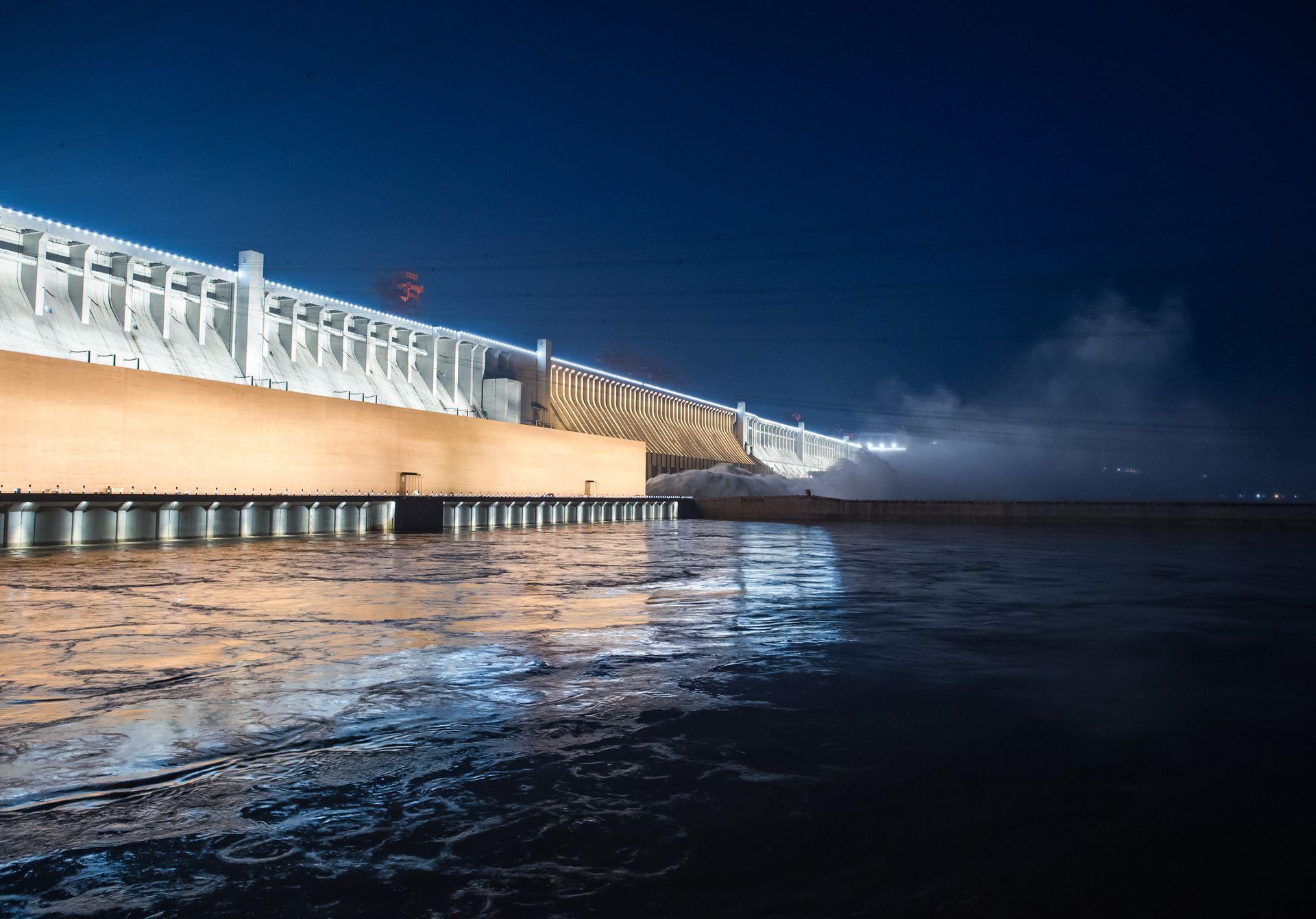 水位不断暴涨 中国院士称三峡大坝越泡水越结实