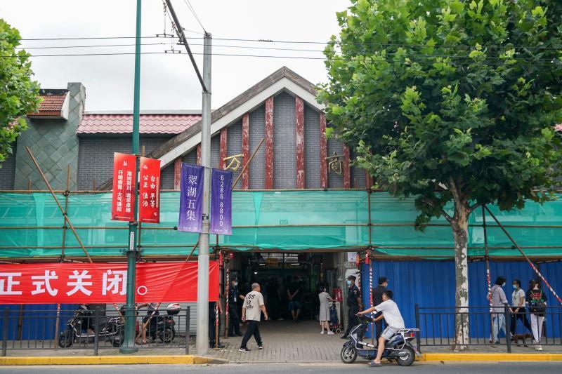 这个上海市中心的花鸟市场正式关闭,已经营业了20年