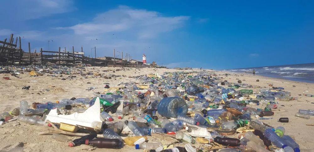 即使马上行动,20年后的我们也将被7.1亿吨塑料垃圾包围