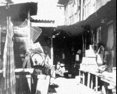 新加坡独立初期,约有30万人居住在棚户区的半永久性庇护所中。图片来源:新加坡国家档案馆
