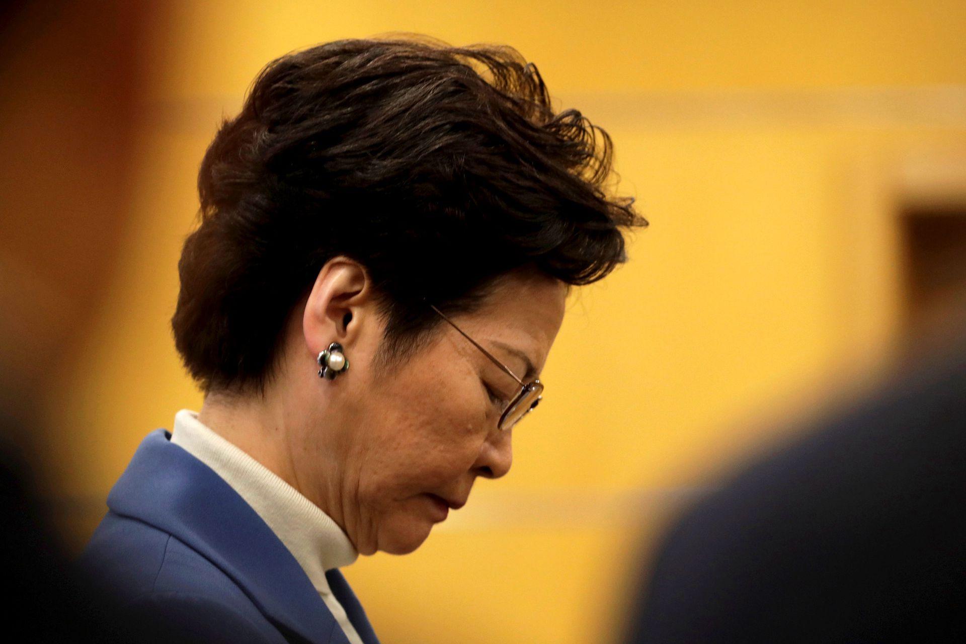 从哽咽到风趣的林郑月娥,香港政治气氛已变