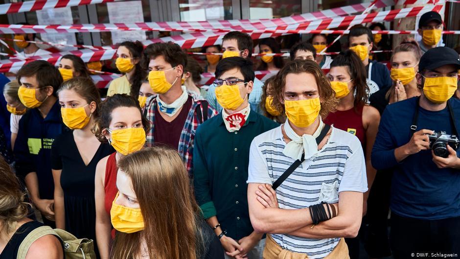 不满政府插手 匈牙利电影大学学生占领校园