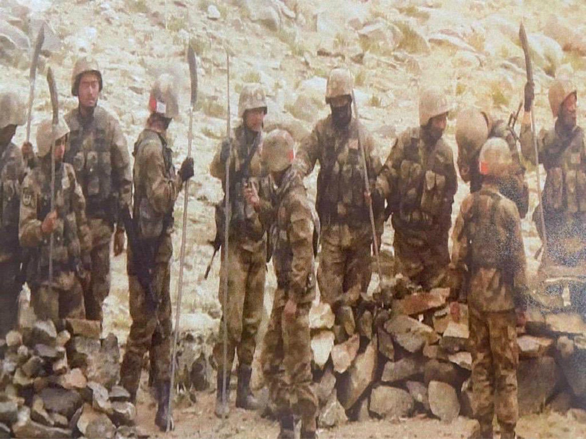 披露解放军持大刀照 中印军官在电话中激烈交锋
