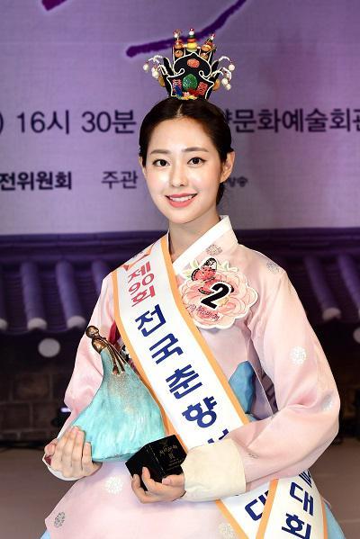 """韩国最高级别""""传统美人""""诞生!系23岁名校大学生"""