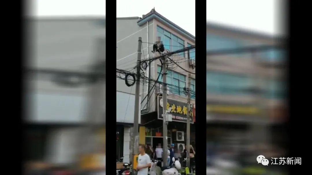发现被女友拉黑,男子爬上高压线致停电8小时!