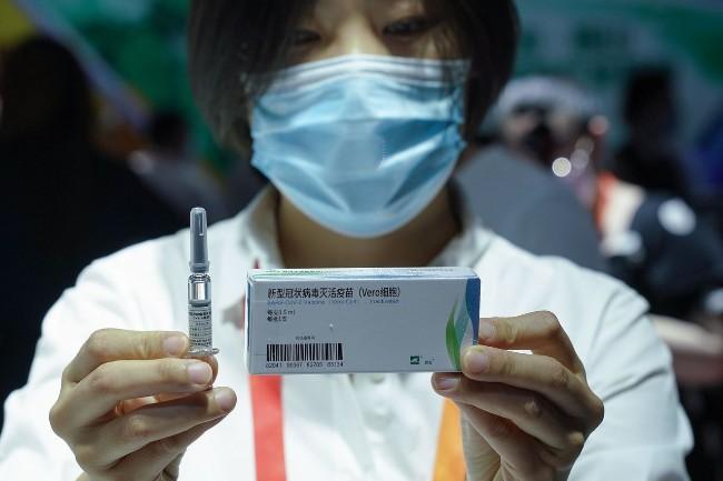 """中国几十万人接种""""试验性""""新冠疫苗 西方警告"""