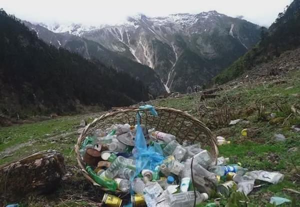 遍地避孕套、卫生巾的西藏,背后真相令人恶心