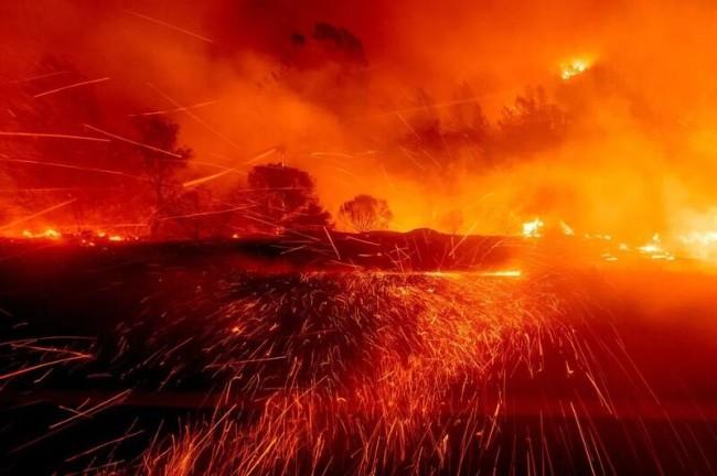 烧红美国半边天的大火 真是华人放的?FBI发声