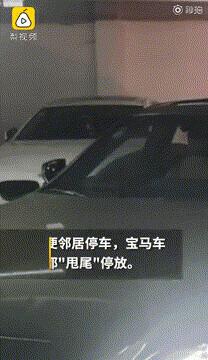车库里这辆车总是斜着停放,背后原因太暖了......