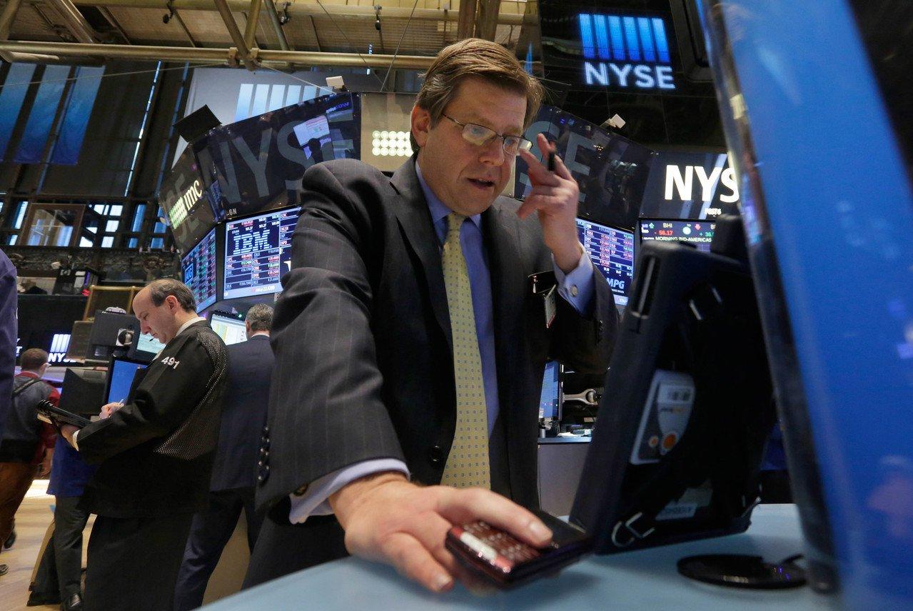 美股三大指数早盘大涨 川普促请国会资助民航业者