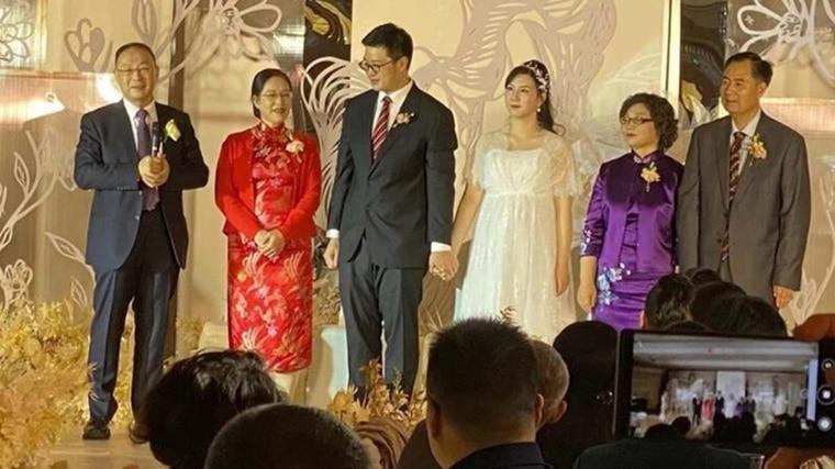 中國的「美國問題」專家金燦榮(左一)為留美兒媳舉行盛大婚禮。
