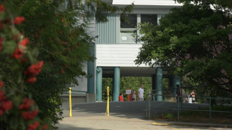 13%儿童返校后出现症状!加拿大难逃残酷第二波