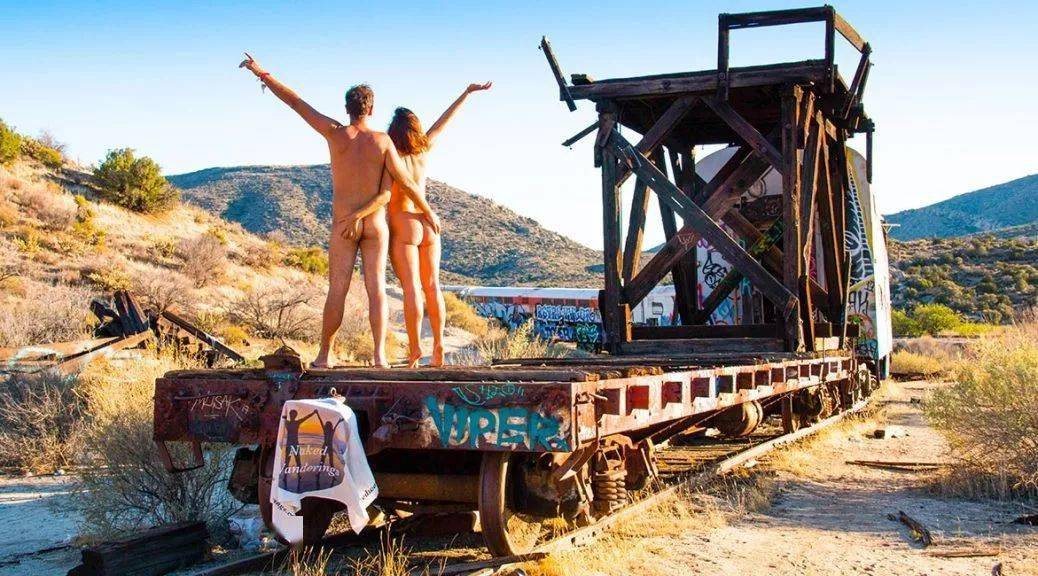 全裸环游世界!这对情侣裸体潜水、进攻亚马逊…