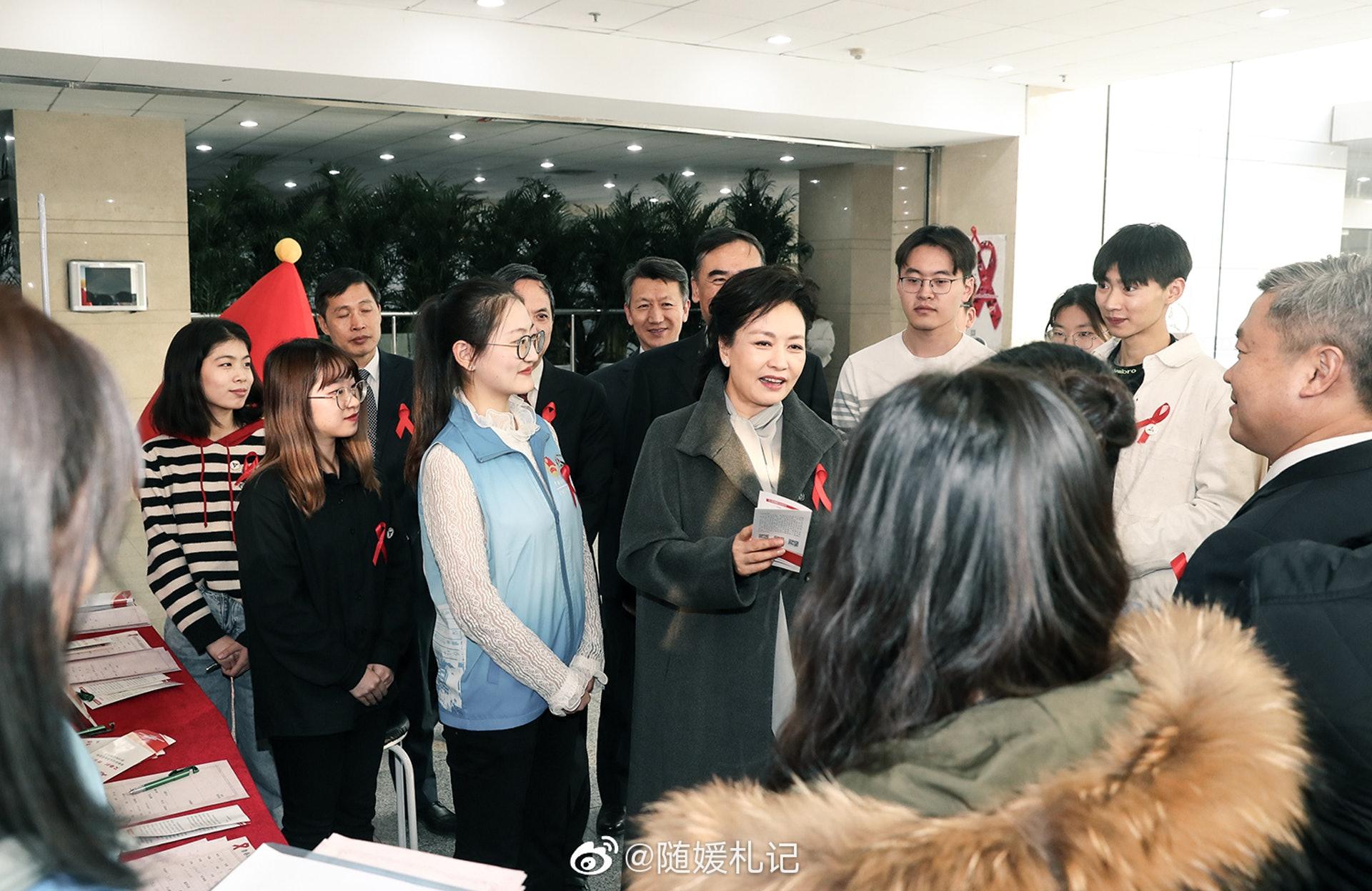 罕见活跃 中国第一夫人彭丽媛最新动向披露(组图)