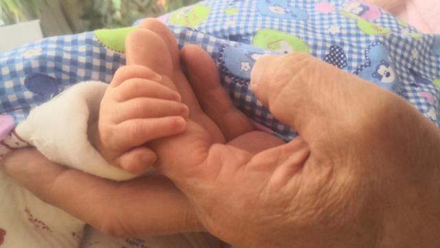 67岁产妇生女1年:靠母乳喂养 与姐姐相差近40岁
