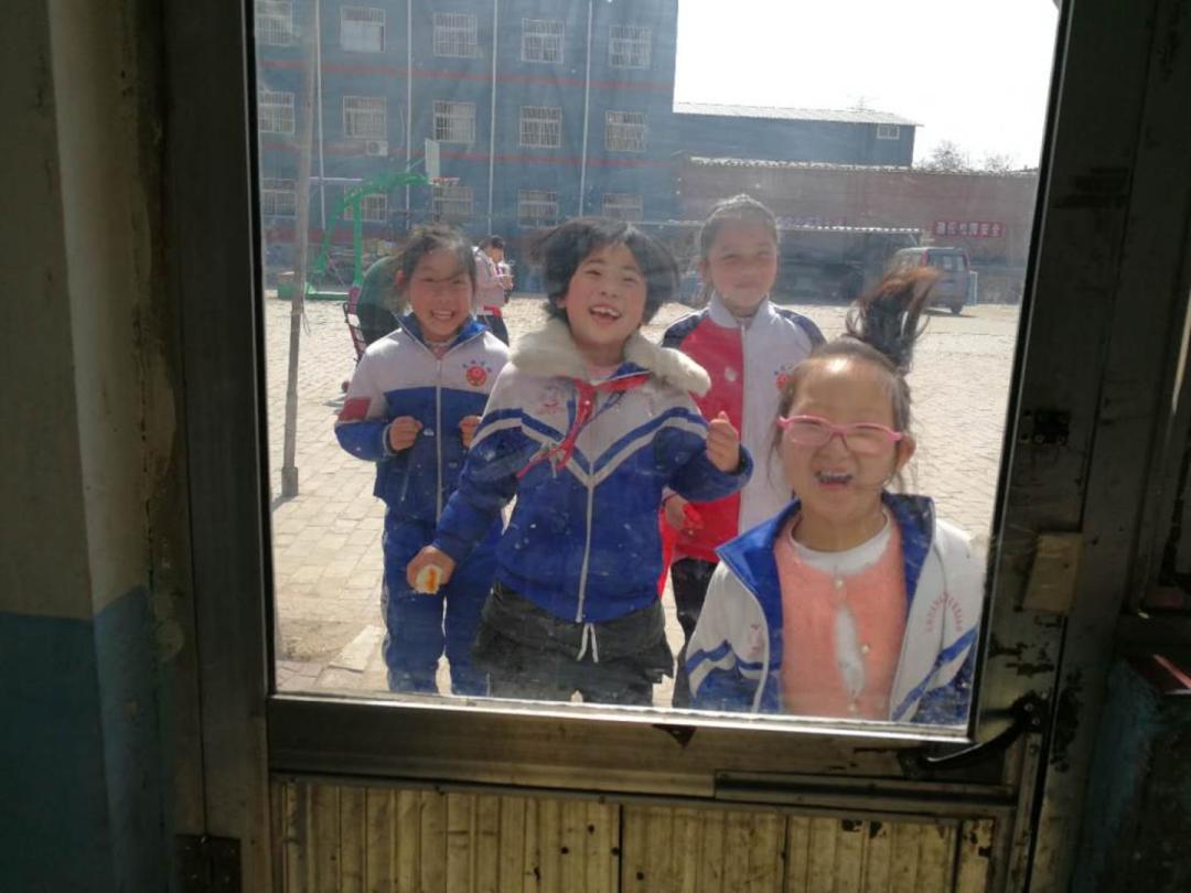他们是外卖员、家政工,但他们的孩子在城市找不到一张课桌